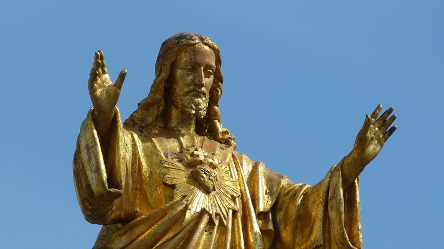 statue of Jesus blessing